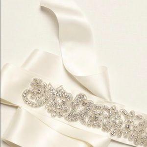 Ivory wedding dress sash and scalloped veil